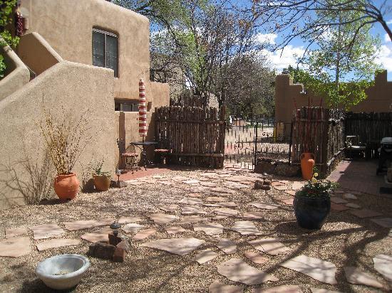 Casa de Tres Lunas: Central Courtyard