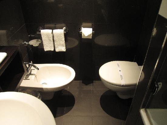 Hotel-Gasthof Roedertor : バスルーム2