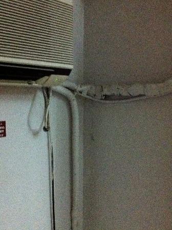 Suva Motor Inn: air con broken & filthy