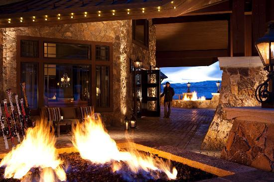 Waldorf Astoria Park City: Warm up next to the fire after a day on the slopes