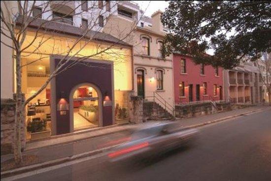 โรงแรมเรนเดซวอส สแตฟฟอร์ด ซิดนีย์: Front of Hotel