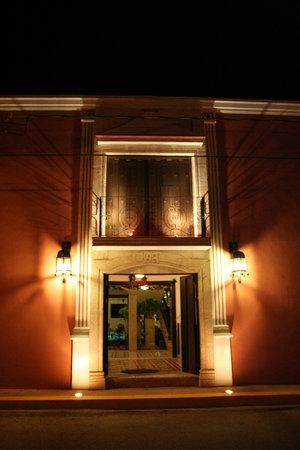 hotel colonial la aurora: La fachada del hotel