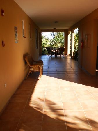 Las Palmas Inn: Hallway