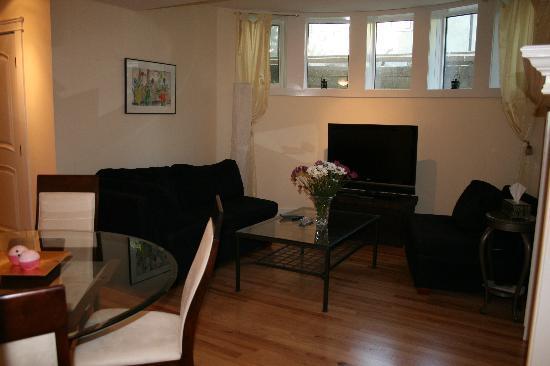 Kensington Executive Suite: Living Room
