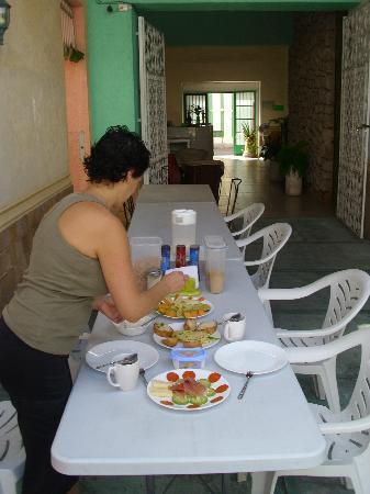 Hostal Casa Nico: Breakfast/ Fruehstueck im Patio