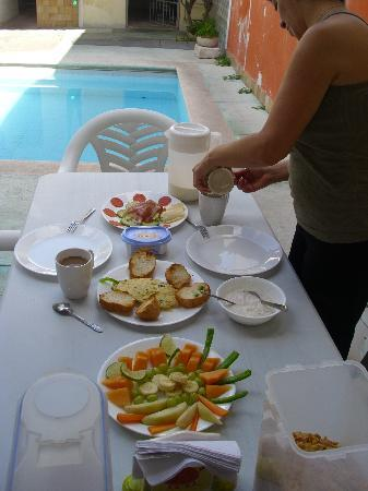 Hostal Casa Nico: Breakfast / Fruehstueck pool