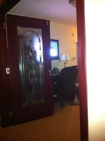Days Inn Athabasca: view from bed out to bath and front door.