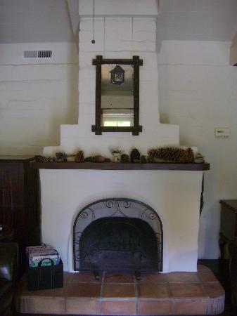 Adobe on Green Street Inn: Fireplace in common area