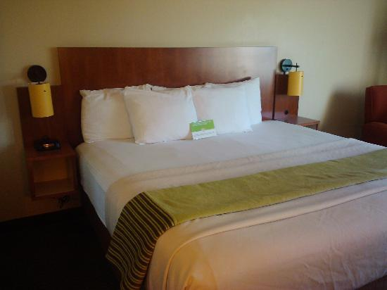 La Quinta Inn & Suites Miami Cutler Bay: bed