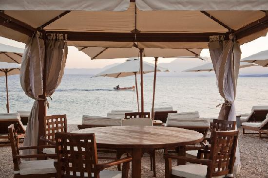 Palairos, Greece: Dining table in the beach