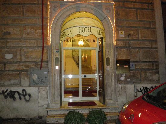 Hotel Arenula: estrada hotel