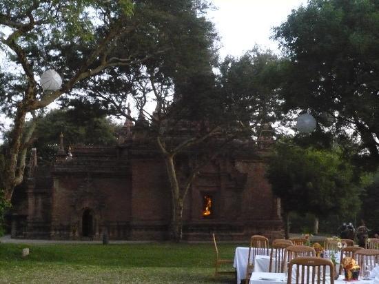 Bagan Hotel River View: 敷地内の仏教遺跡