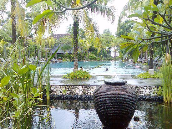 Hotel Santika Premiere Beach Resort Bali: pool view from the lobby terrace