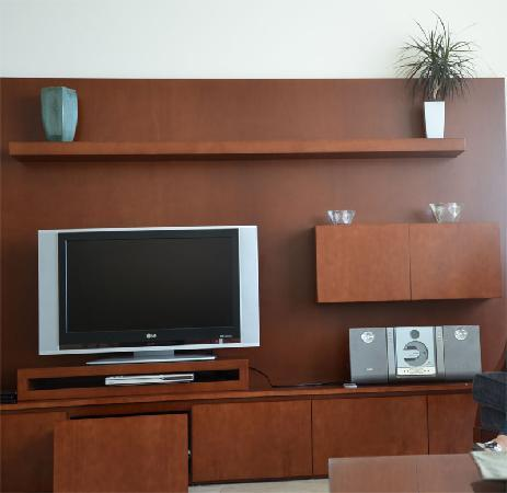 JA Oasis Beach Tower: PIcture of the entertainment facilities in the drawing room - top quality
