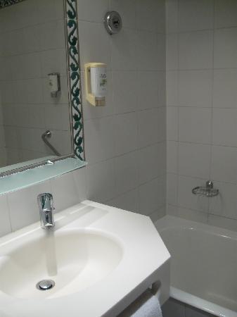 Raspail Montparnasse Hotel: toilette