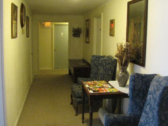 Sundowner Inn : upstairs hallway