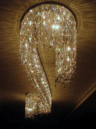 Budapest Marriott Hotel: Chandelier in lobby