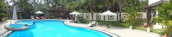 Thuy Thuy Resort: Poolandschaft