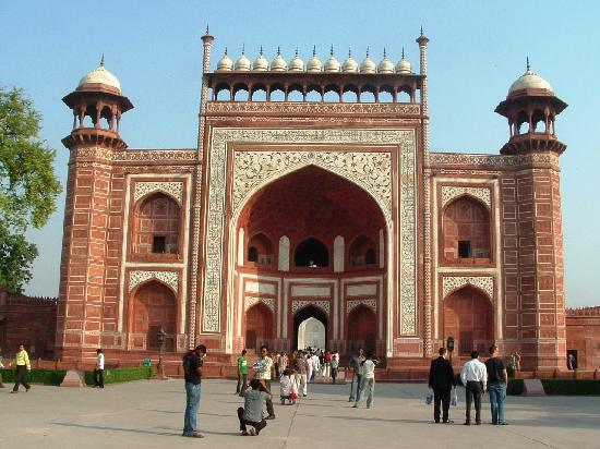 Agra, Indien: Outer courtyard at Taj Mahal