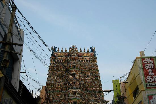 Мадурай, Индия: Una veduta del gopuram del tempio dello Sri Menaksi di Madurai