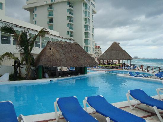 Oleo Cancun Playa: the swimming pool