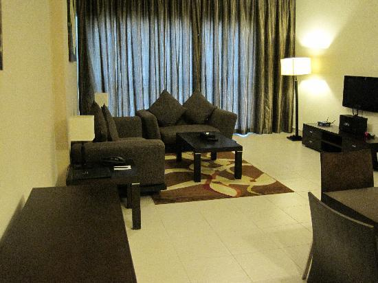 Dunes Hotel Apartments Barsha : living room