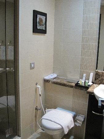 Dunes Hotel Apartments Barsha : 2nd bathroom