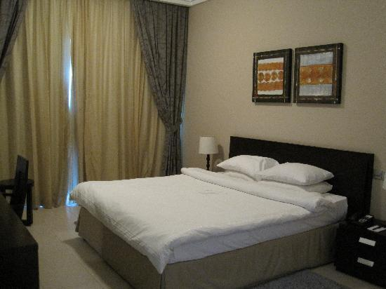 Dunes Hotel Apartments Barsha : bedroom