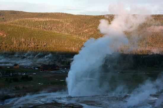 Observation Point Trail: Ausbruch des Beehive Geysirs vom Observation Point