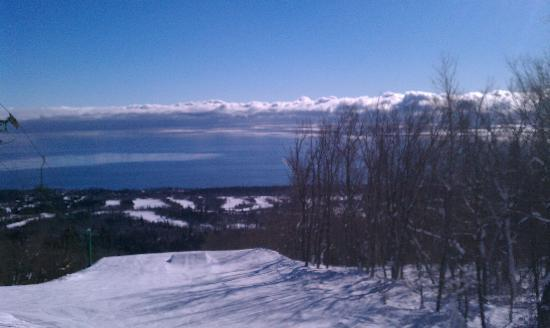 Caribou Highlands Lodge: beautiful Lake Superior (from the mountain, not the view from the room unfortunately!)