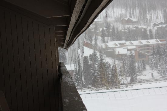 Holiday Inn Vail: Stalactites at the veranda