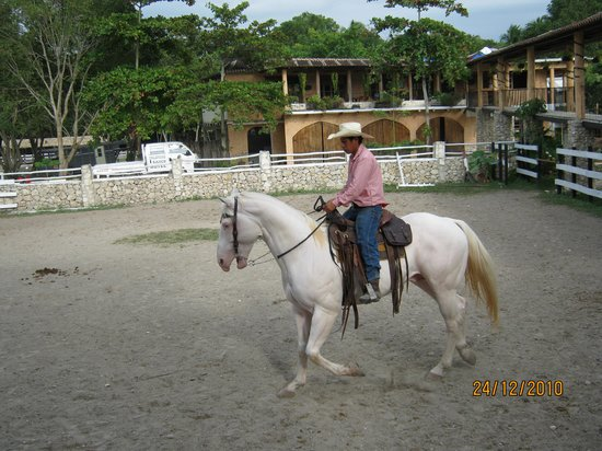 El Remate, Guatemala: trainer in the afternoon