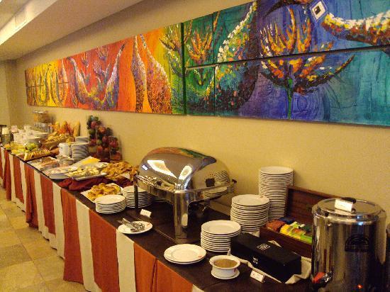 Icaro Suites: Café da manhã agradável