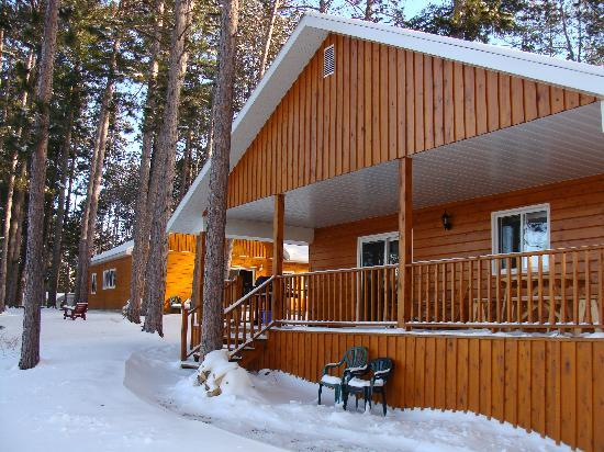 Pine Cliff Resort: Cottage #1A in Winter