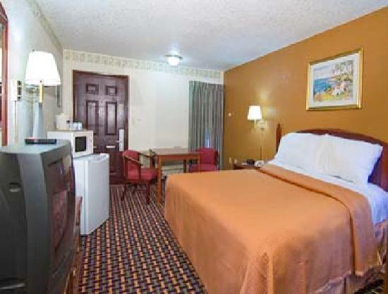 Howard Johnson Express Inn Gainesville FL: 1 king Bed nonsmoking