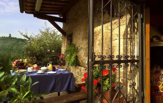B&B Il Giardino di Jonah: Dalla primavera in poi, potrete apprezzare la nostra stupenda colazione di fronte ad un panorama
