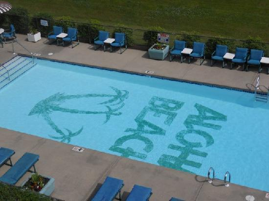 Aloha Beach Resort & Suites: Our view of the outdoor pool