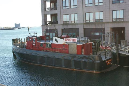 Battery Wharf Hotel, Boston Waterfront: Partial view from room - interesting fire boats!