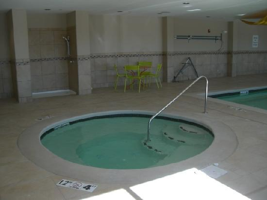 Holiday Inn Express Hotel & Suites Hays: Whirpool