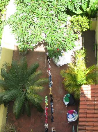 Pousada do Pilar : our clothes drying in the courtyard downstairs