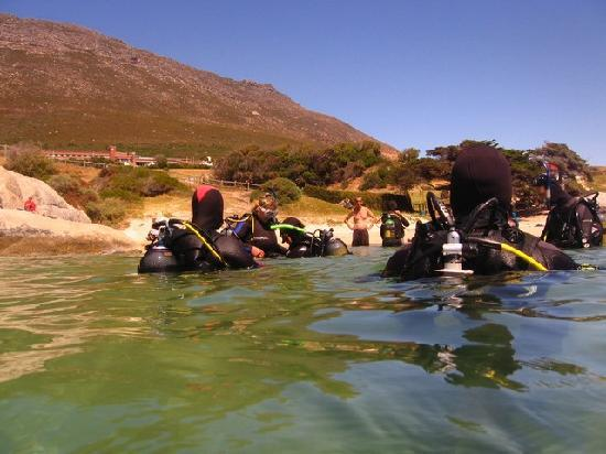 Pisces Divers: Nice and easy walk into the water