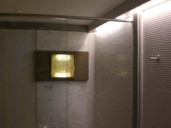 Babylon Bangkok: Bulgari Garden Suite Shower