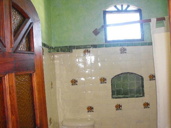 Maison Tulum: tile bath
