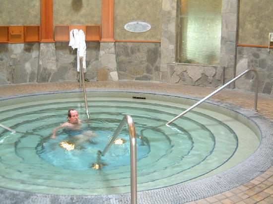 indoor hot lap pool - Picture of Harrison Hot Springs