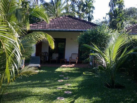 Dalmanuta Gardens - Ayurvedic Resort & Restaurant: Entrance to the room