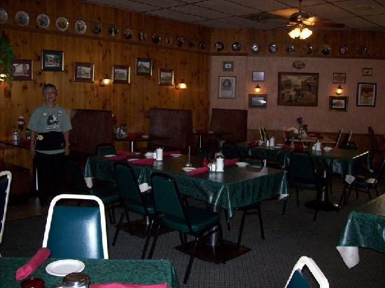 Fredrick Inn Steakhouse: Non-smoking/dining room 2