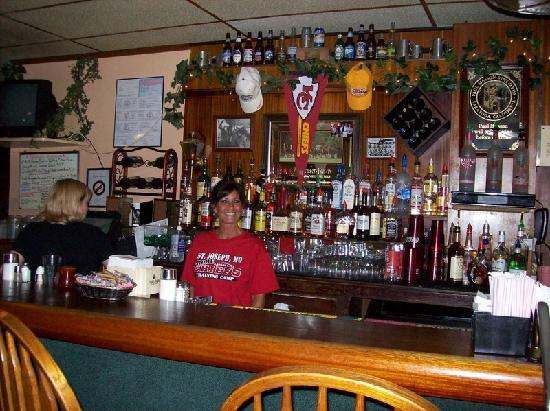 Fredrick Inn Steakhouse: Bar