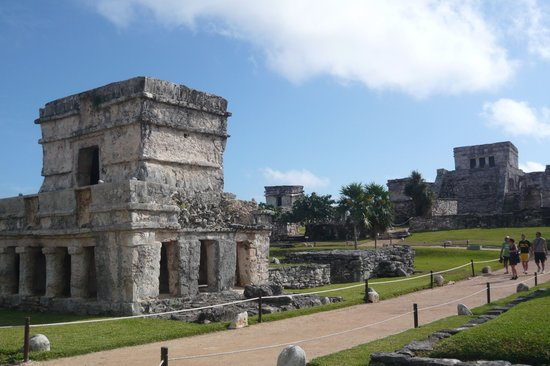 Tulum, Mexico: Ruins in central area of site