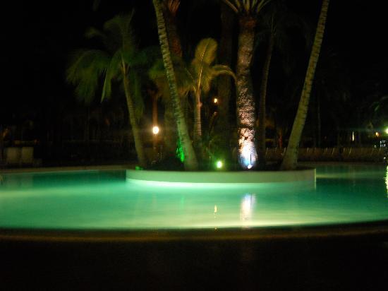 Aparthotel Riu Flamingo : basseng om kvelden