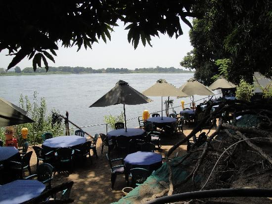 Oasis Camp : Lounging above the White Nile